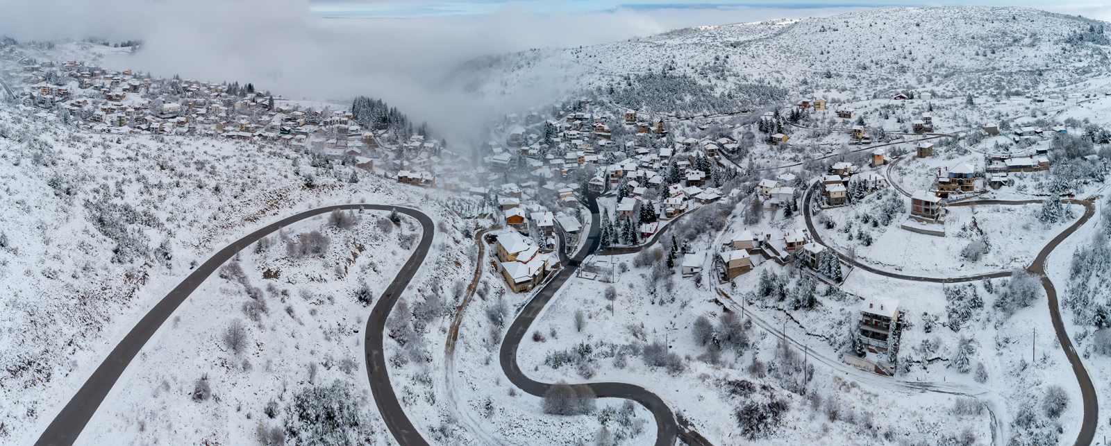 Enlarged image - Snowy landscape village in Greece